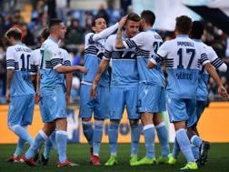 La Lazio esulta per la vittoria. Lapresse
