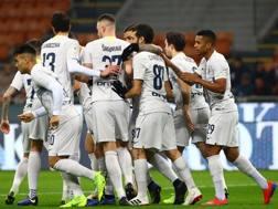 L'esultanza dei giocatori dell'Inter per uno dei gol senati al Benevento. Getty