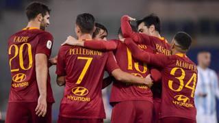 L'esultanza dei giocatori della Roma. Lapresse