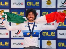 Samuele Manfredi, 18 anni, sul podio dell'Europeo juniores nell'inseguimento (Bettini)