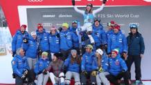 La squadra azzzurra esulta sul podio con Marta Bassino. Ansa