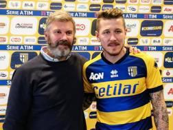 Juraj Kucka, 31 anni, con il presidente del Parma Pietro Pizzarotti