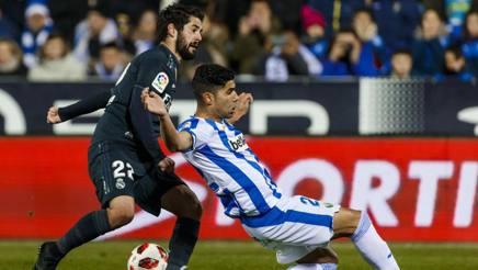 Isco in uno scontro di gioco durante Leganés-Real Madrid. Getty