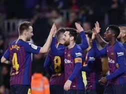 Il Barcellona festeggia la vittoria sul Levante. Ap
