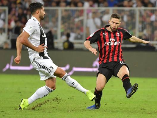 Emre Can, 25 anni, centrocampista tedesco ex Liverpool, in azione in Supercoppa AFP