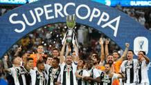 I festeggiamenti della Juventus per la Supercoppa italiana vinta a Gedda contro il Milan. Lapresse