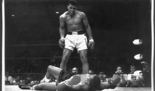 Muhammad Ali e il ko. a Sonny Liston. Reuters