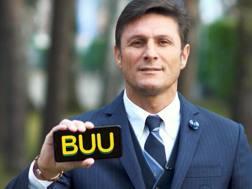 Il vice presidente nerazzurro Javier Zanetti con la scritta