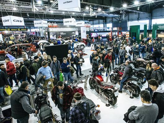 Visitatori al Motor Bike Expo