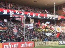 La curva dei tifosi del Genoa LAPRESSE
