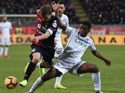 Duello fisico tra Nicolò Barella e Junior Traoré. Lapresse