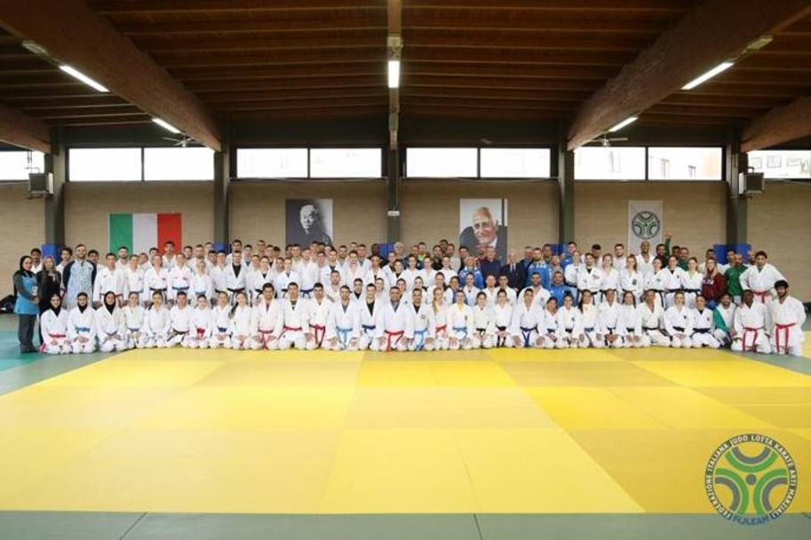 Foto di gruppo all'Olimpic Training Camp di Ostia
