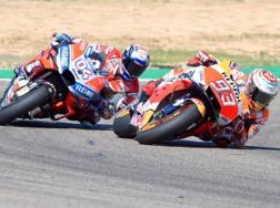 Marc Marquez e Andrea Dovizioso in azione. AFP