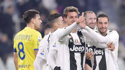 L'esultanza di tre dei cinque italiani della Juve in campo contro il Chievo: da sinistra Daniele Rugani, Giorgio Chiellini e Mattia De Sciglio