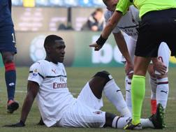 L'infortunio a Cristian Zapata, 32 anni, durante Genoa-Milan. Lapresse