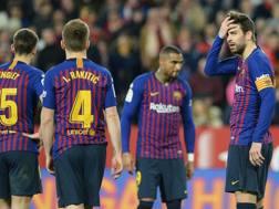 La delusione dei giocatori del Barcellona a Siviglia. Afp