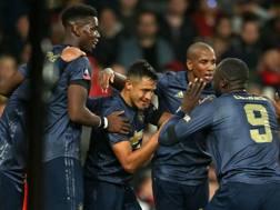 L'esultanza dei giocatori del Manchester United dopo il gol di Sanchez. Afp