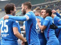 L'esultanza dei calciatori della Fiorentina. Ansa