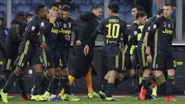 L'esultanza dei giocatori della Juventus. Ap