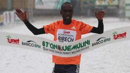 L'arrivo vincente del keniano Jairus Birech, 26 anni. Colombo