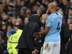 Pep Guardiola e Vincent Kompany, allenatore e difensore del Manchester City. AFP