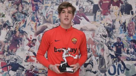 Nicolò Zaniolo, 19 anni, con il premio Gazzetta «Giovani Promesse» ROSSI