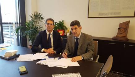 Marco Giunio De Sanctis e Francesco Converti firmano il protocollo d'intesa tra Federbocce e Fondazione Don Gnocchi