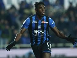 Duvan Zapata esulta, due gol alla Juve. Ansa