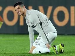 Cristiano Ronaldo, sofferente a terra. LaPresse
