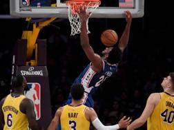 Joel Embiid, 24 anni, 28 punti contro i Lakers. Ap