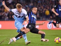 Ciro Immobile e Miranda in Lazio-Inter. Afp