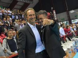 Il tecnico Lorenzo Bernardi con il presidente di Perugia Gino Sirci. Benda