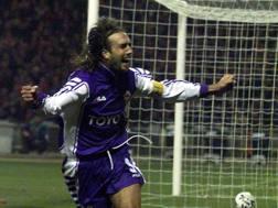 Gabriel Omar Batistuta con la maglia della Fiorentina. Liverani