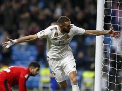 L'esultanza di Karim Benzema dopo il gol dell'1-0 all'Alaves. AP