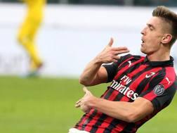 Krzysztof Piatek del Milan esulta dopo la seconda rete al Napoli. Ansa