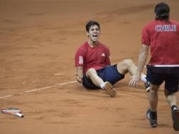 Christian Garin (Sx) e Nicolas Massu festeggiano la vittoria dell'Austria