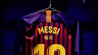 Barcellona, nomi in cinese sulle maglie