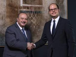 Da sinistra: il presidente della Fiba  Horacio Muratore e il nuovo  Segretario Generale Andreas Zagklis