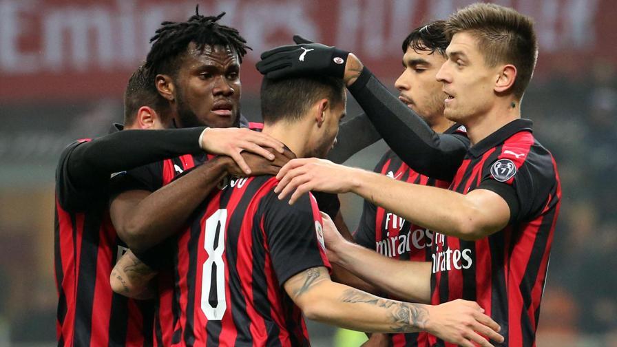 Milan-Cagliari 3-0: autorete di Ceppitelli, gol di Paquetà e
