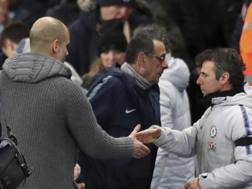 La mancata stretta di mano di Sarri a Guardiola. AP