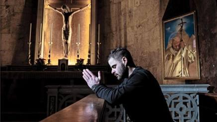 Romano Fenati, 23 anni, nella cattedrale di Sant'Emidio. Micalizzi