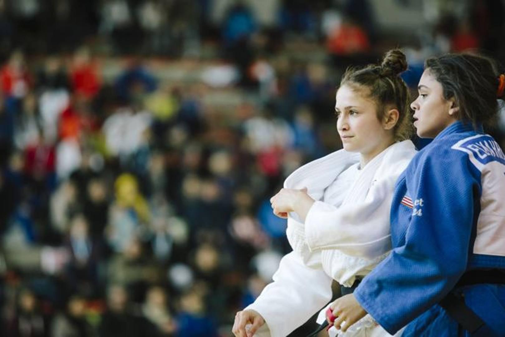 Immagini, emozioni, sorrisi, abbracci, azioni, esultanze catturate in 24 scatti capaci di sintetizzare due giornate di judo under 18 ad alto livello . Foto di Erika Zucchiatti