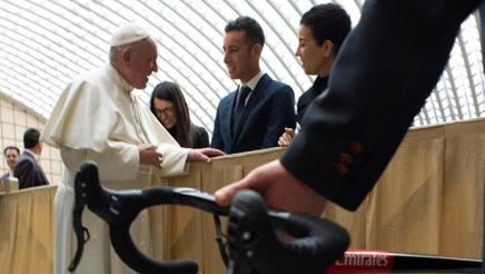 Papa Francesco e Fabio Aru nell'Aula Paolo VI. Servizio Fotografico - Vatican Media