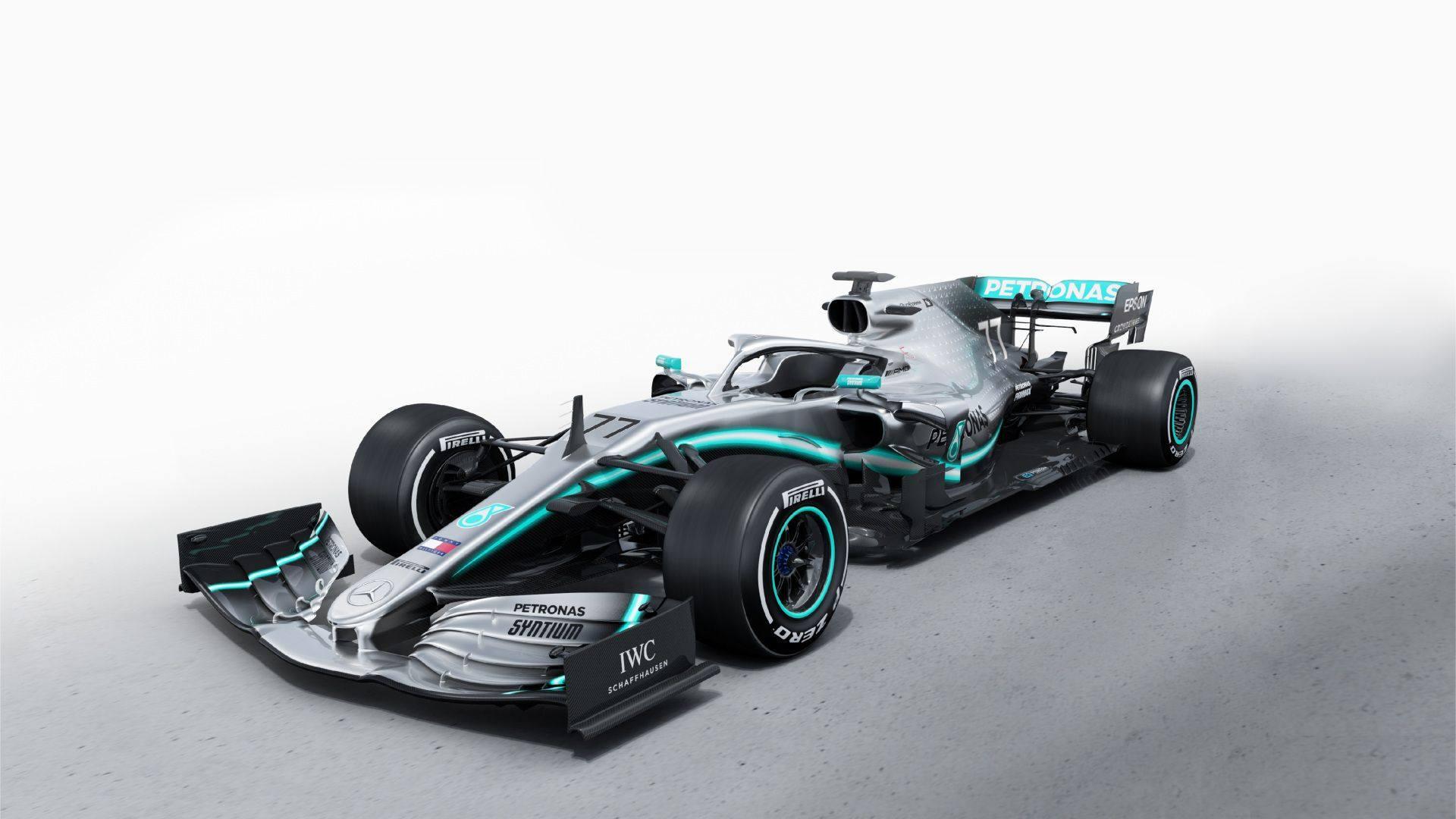 Sui profili social Mercedes sono comparse le foto della nuova monoposto, la W10