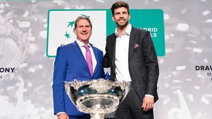 Il presidente della Federazione Internazionale Tennis David Haggerty e Gerard Piqué, difensore del Barcellona. AFP
