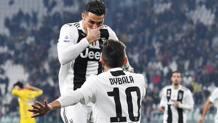 Ronaldo e Dybala si scambiano l'esultanza. Ansa