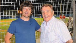 L'attore ed ex giocatore Fabio De Luigi con il presidente Rino Zangheri