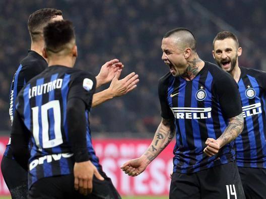 La gioia di Nainggolan dopo il gol vittoria di Inter-Sampdoria. ANSA