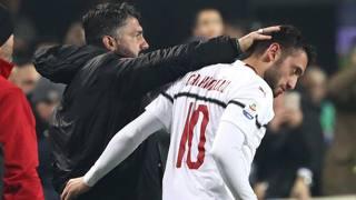 Rino Gattuso, 41 anni, festeggia Hakan Calhanoglu, 25, dopo il gol. Getty