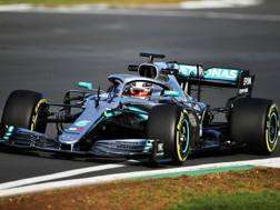 Lewis Hamilton con la Mercedes W10. Afp